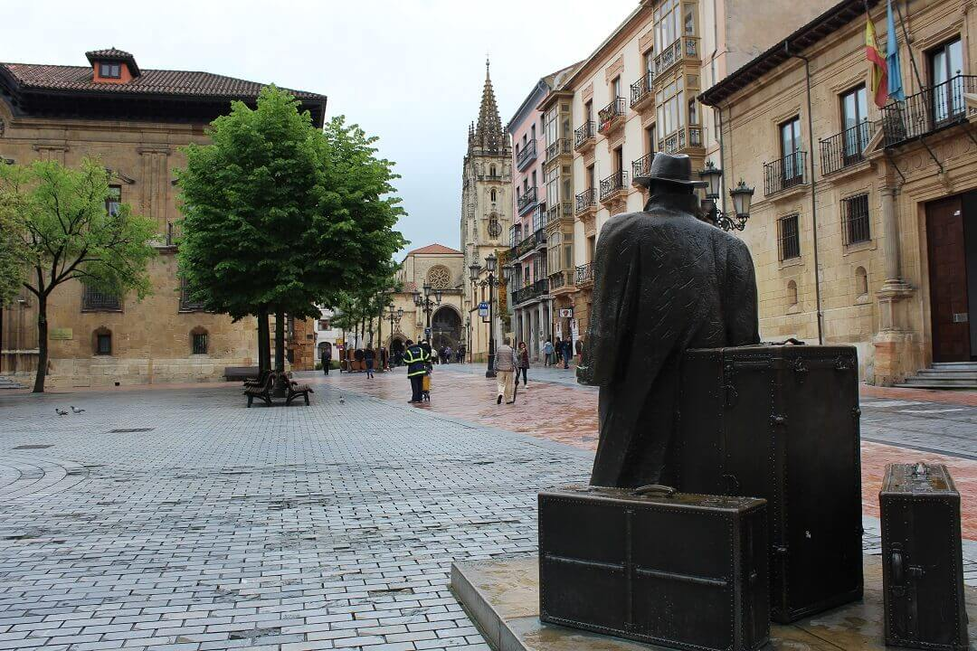 Oviedo by train - A traveler arriving in Oviedo