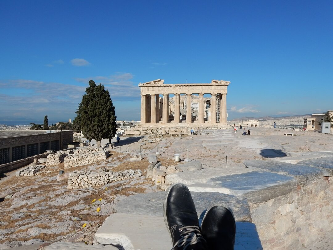 Interrail reservations in Greece - Relaxing at the Acropolis