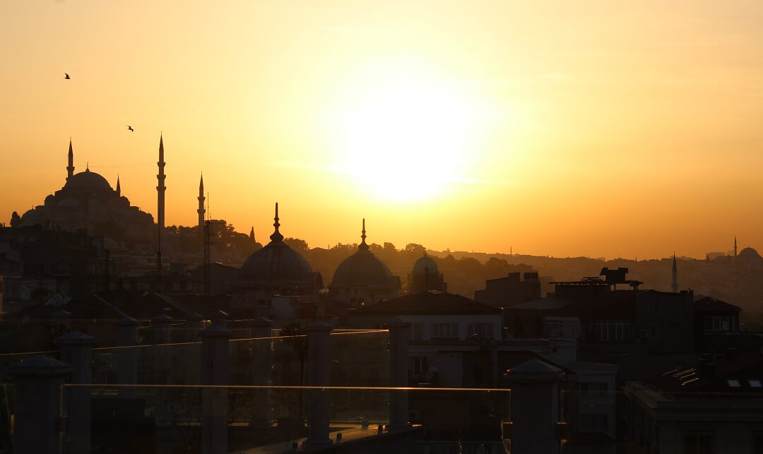 Istanbul by train - The golden horn of Istanbul
