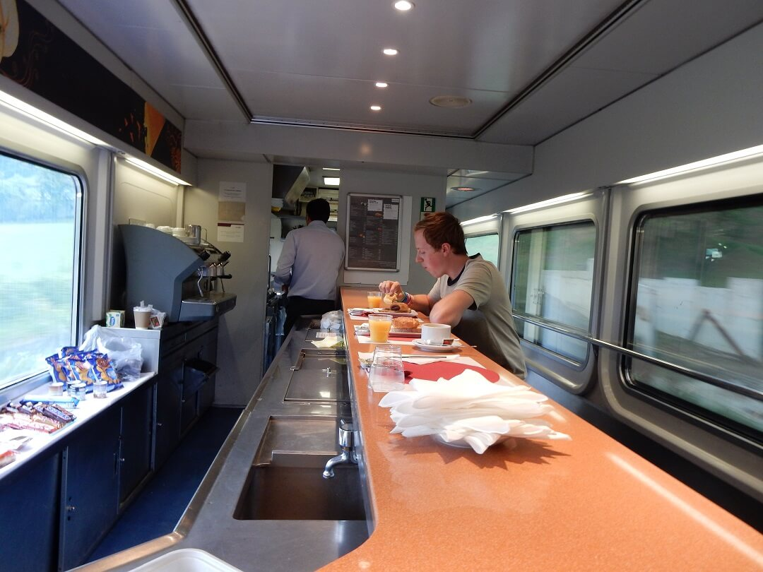 Night-Trains in France - Breakfast on board the Trenhotel