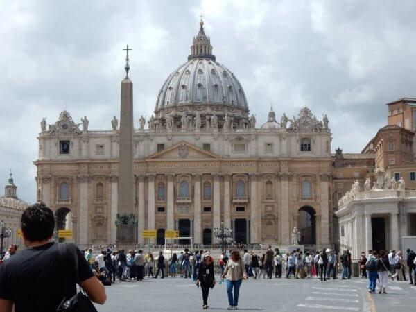Rome by train - Basilica di San Pietro - can you find the Pope?