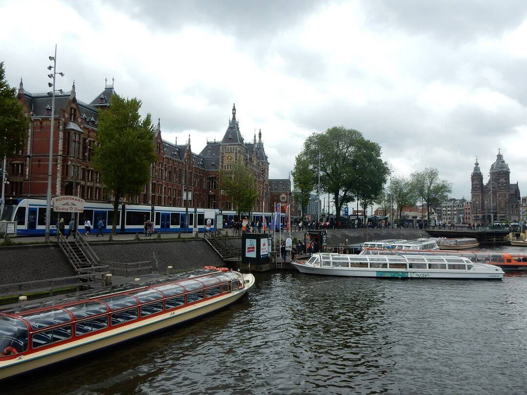 Amsterdam by train - Typical Amsterdam