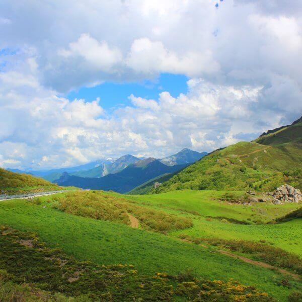 Oviedy by train - Stunning Picos de Europa
