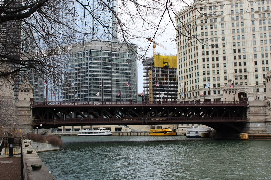 Chicago by train - View of the infrastructure