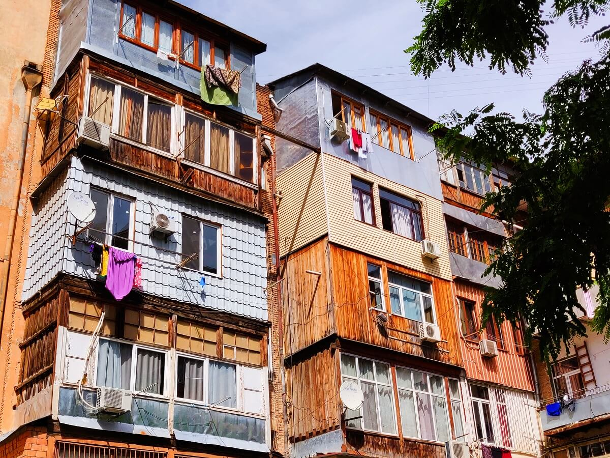 Top 10 things to do in Tbilisi - Soviet-type houses