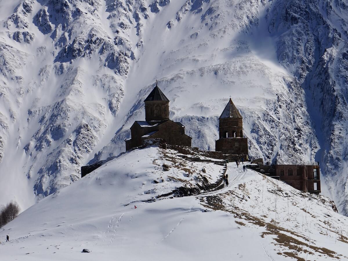 Top 5 things to see in Georgia - The amazing Kazbegi mountains - Photo by Paul van Harten on Unsplash
