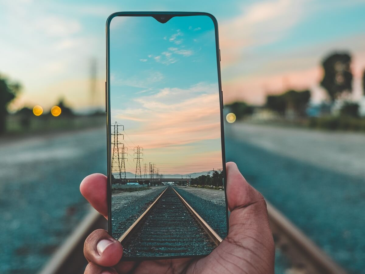 Interrail schedules - Use your mobile phone - Photo by Guillermo Casales on Unsplash