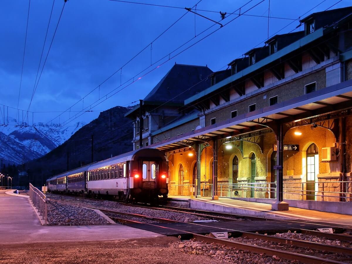 Night Trains in France - Gare de Latour-de-Carol-Enveitg - Jorge Franganillo - http://bit.ly/37gnRC5