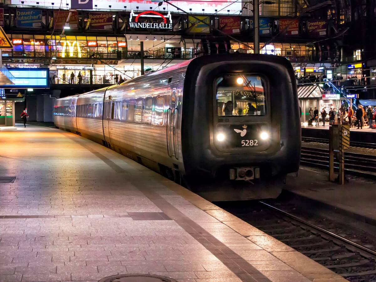 Night Trains in Germany - DSB 5282 with EC 387 from Aarhus in Hamburg 3 december 2015 - Roel Hemkes - http://bit.ly/2OPUJvj
