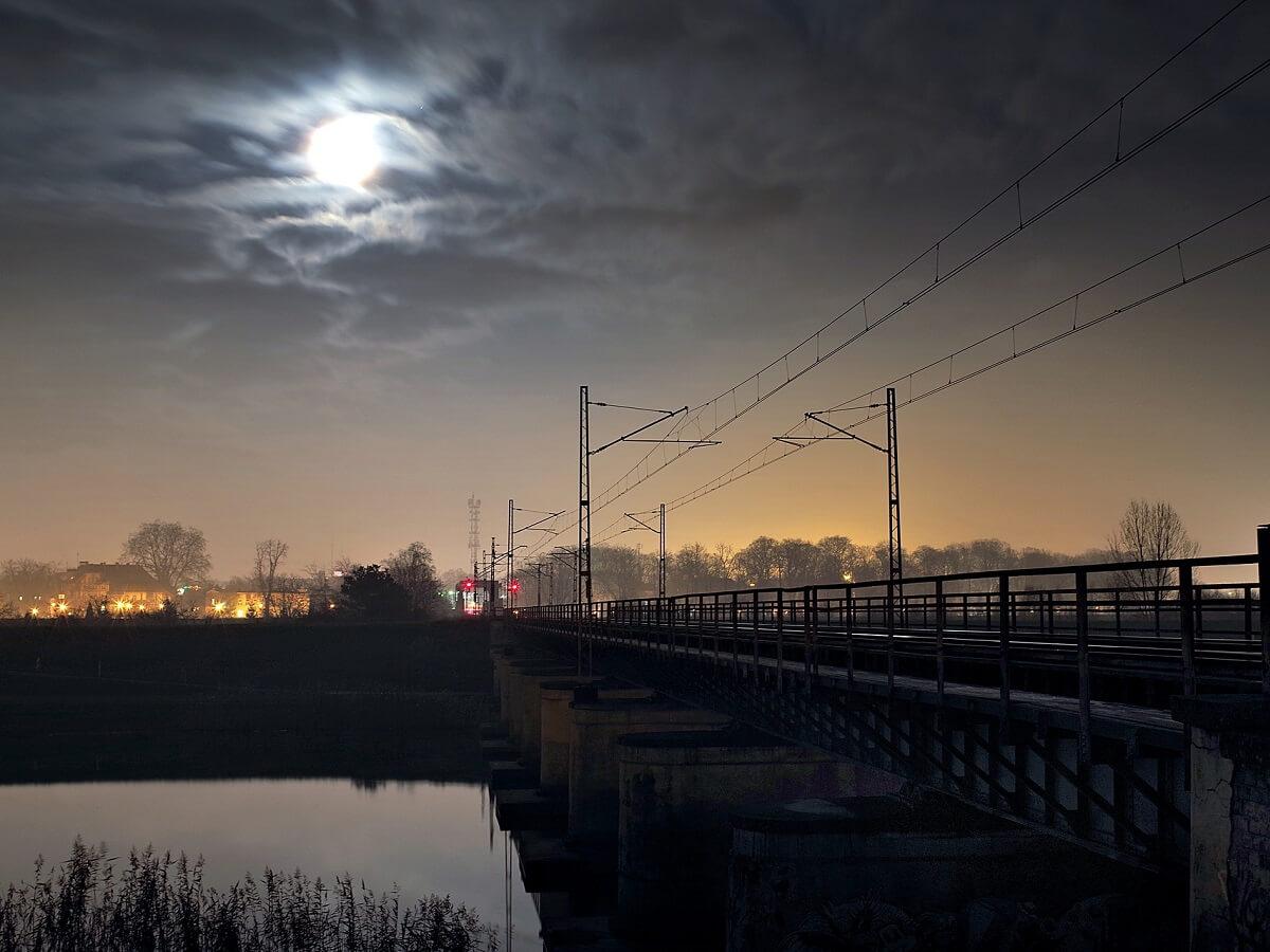 Night Trains in Slovakia - Image by Henryk Niestrój from Pixabay