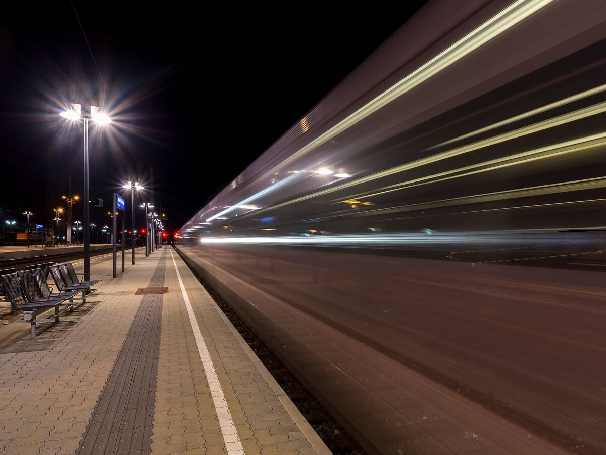 Night Trains in Slovenia - Image by Bianca Mentil from Pixabay