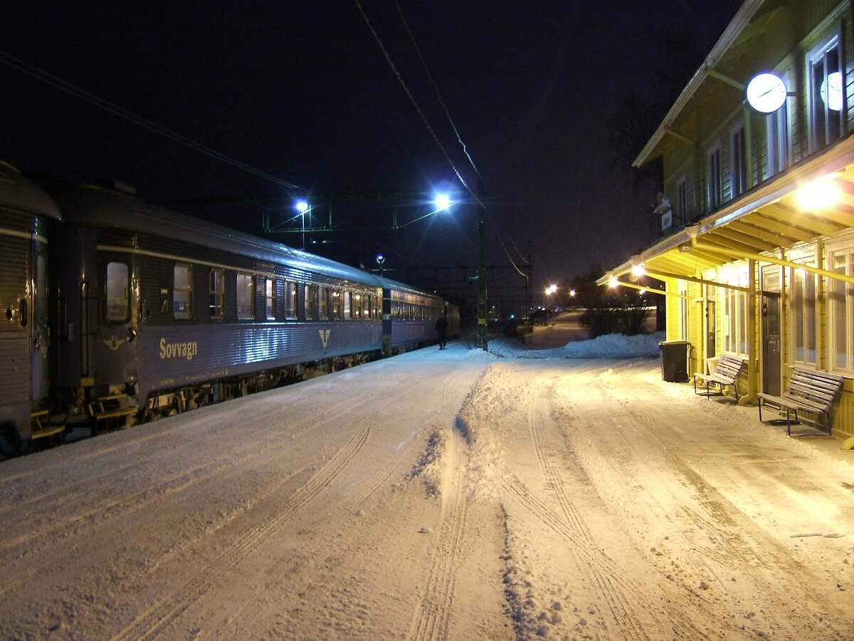 Night Trains in Sweden - Early morning arrival - LHOON - http://bit.ly/37yWu6x